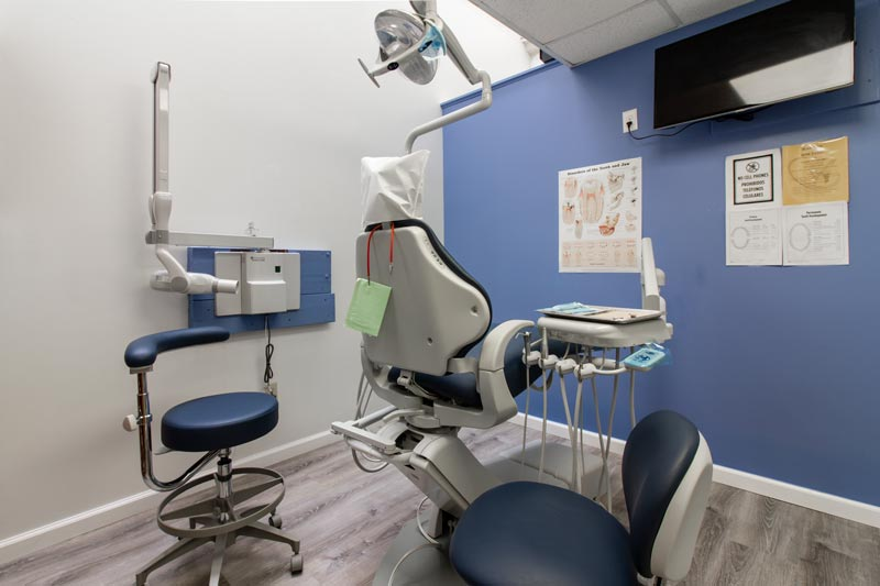 Procedure room at Siri Family and Cosmetic Dentistry.